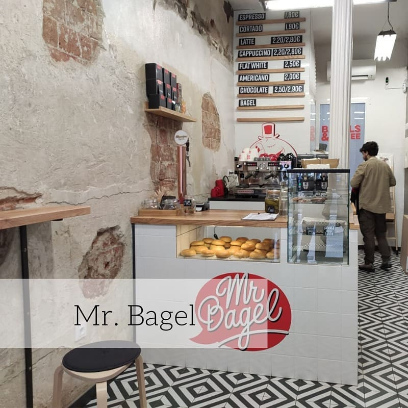 Mr bagel , carpinteria castaño y roble macizo.